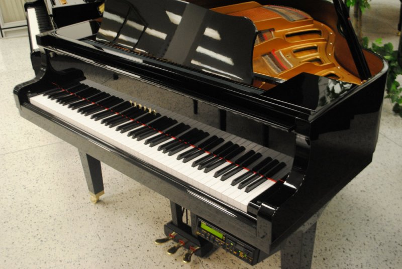 yamaha baby grand piano with disklavier player