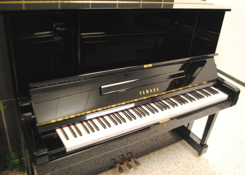 Yamaha Yux Upright Piano