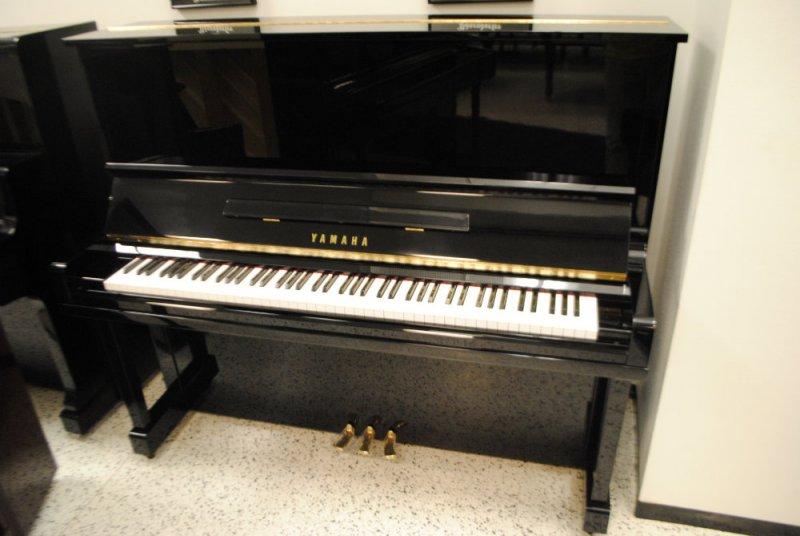 Yamaha u3 upright piano ebony polish pre owned used for Used yamaha u3 upright piano